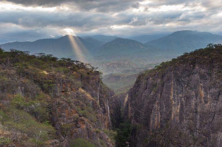 Jaime Rojo, Atardecer en el Cañón del Sabino, Reserva de la Biosfera Tehuacán-Cuicatlán, Santa María Tecomavaca, Oaxaca.